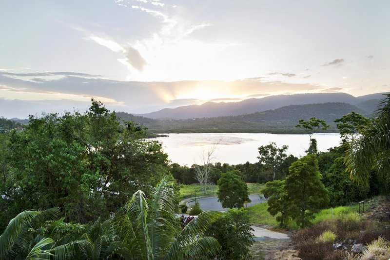 Larimar on Turtle Bay Holiday Home - Cannonvale, vacation rental in Airlie Beach