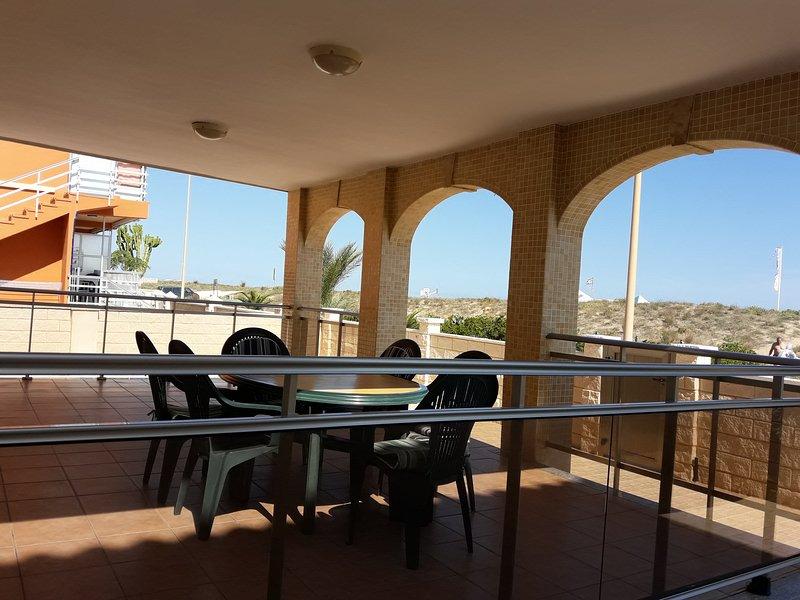 Chalet Voramar, lujo en primera linea de la playa de Xeraco, vacation rental in Xeraco