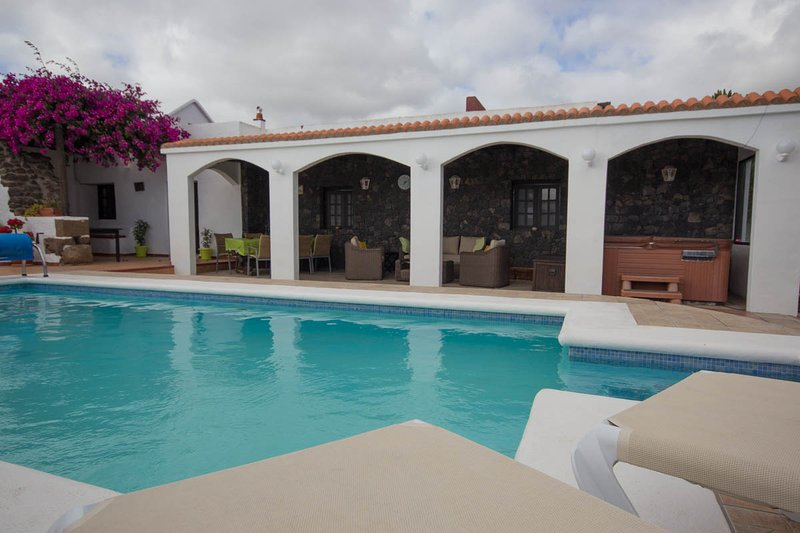 heated pool &covered terrace with rattan suite & dining table & 6 chairs for alfresco dining