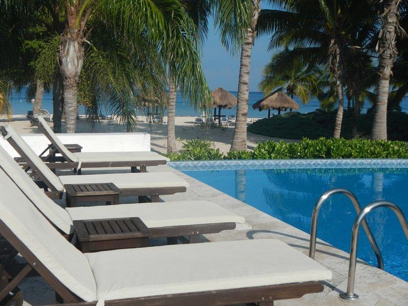 Kier Kondo- Relax and enjoy private , quiet, modern Cozumel
