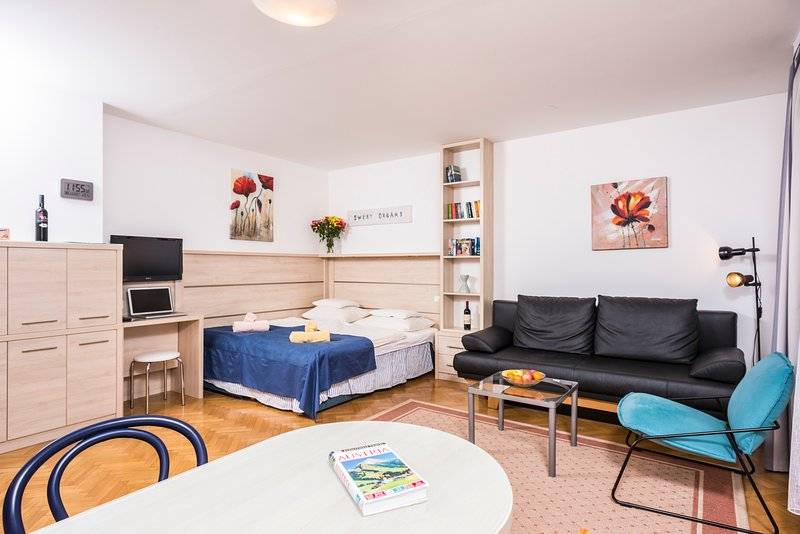 Quiet Apartment for 2 ApR26, holiday rental in Oberkirchbach