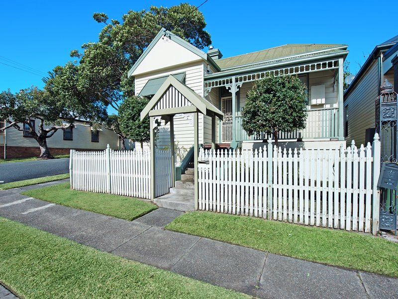 Stallard Cottage - fabulous vintage charm. Suits families and small groups., vacation rental in Newcastle