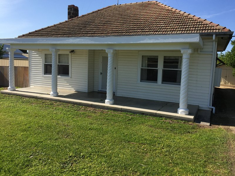 Smith Street Cottage, Naracoorte, vacation rental in Naracoorte