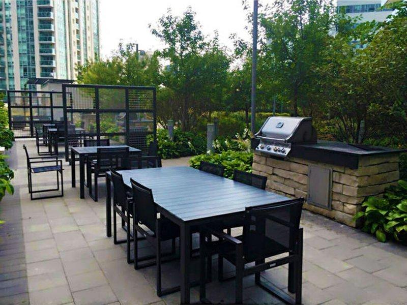 patio al aire libre en las instalaciones compartidas.