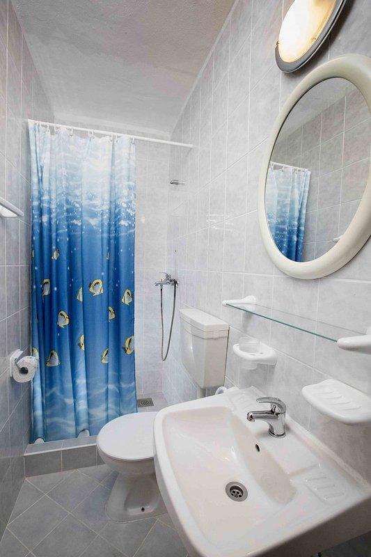 Tonia (4 + 1): badkamer met toilet