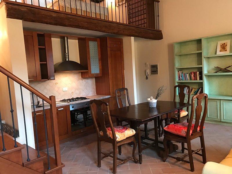 Appartamento grande nuova cucina 6 letti 1 bagno divano fiume Orcia, casa vacanza a Montenero d'Orcia