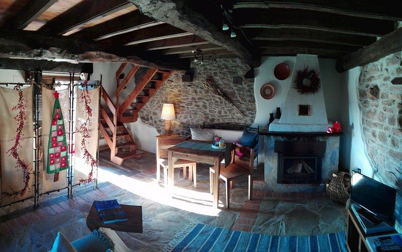 Casa Nela - tu preciosa casa entre las montañas y la mar, holiday rental in Villaviciosa