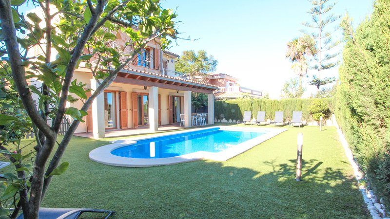 VILLA PUERTO ADRIANO, holiday rental in Santa Ponsa