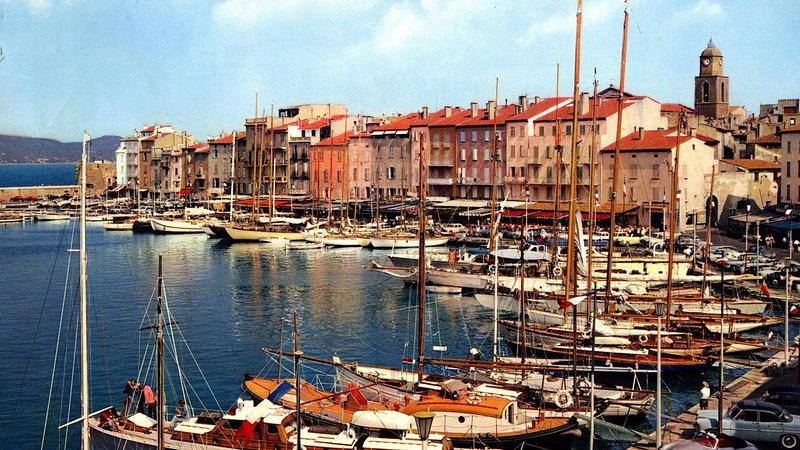 Al igual que una imagen de postal, el antiguo pequeño pueblo de Saint Tropez antes de Brigitte Bardot.