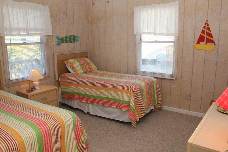 Bedroom 4, 2 Twins