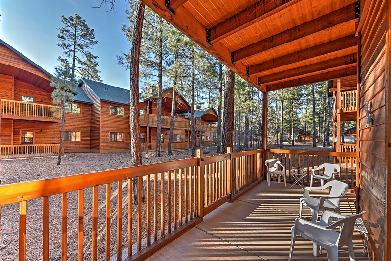 Elevate your Pinetop holiday at this charming abode!