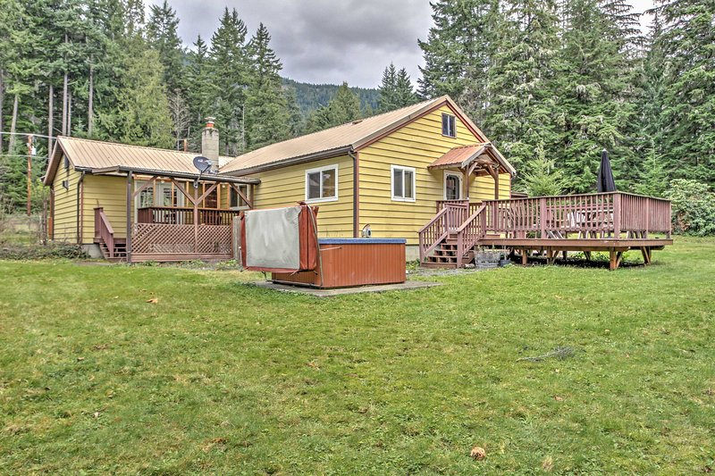 A rejuvenating retreat awaits you at this lovely Ashford vacation rental cabin!