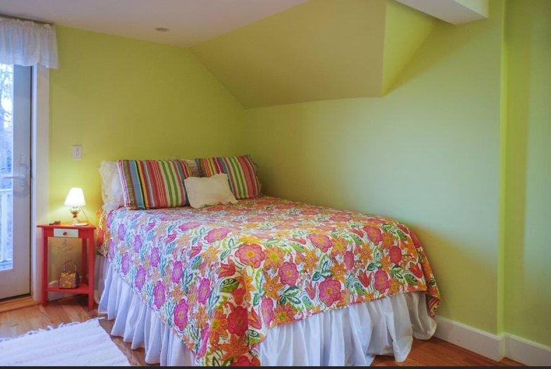 Queen size bedroom on upper floor