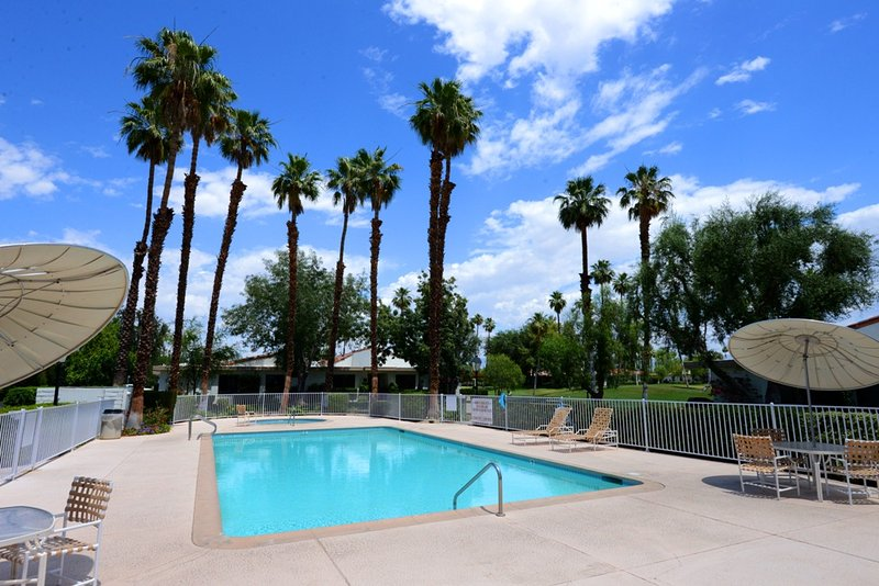 Rancho Las Palmas Golf Escape Has Parking And Private