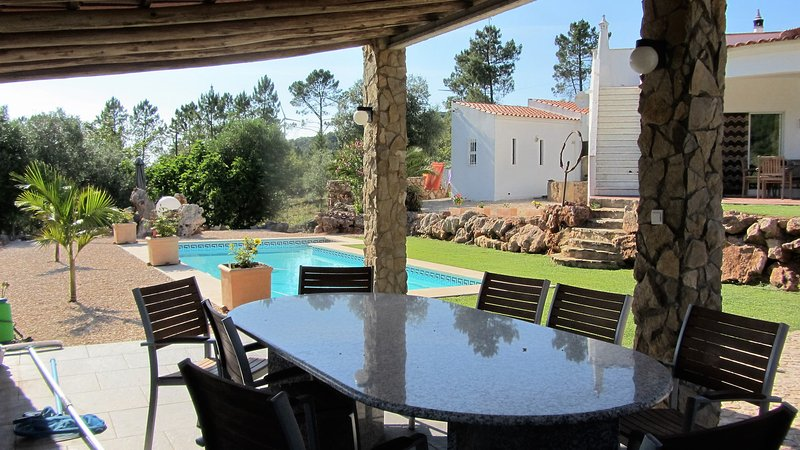 Casa Vale Vinagre + Pool and separate studio for rent in beautifull natural erea, holiday rental in Alte