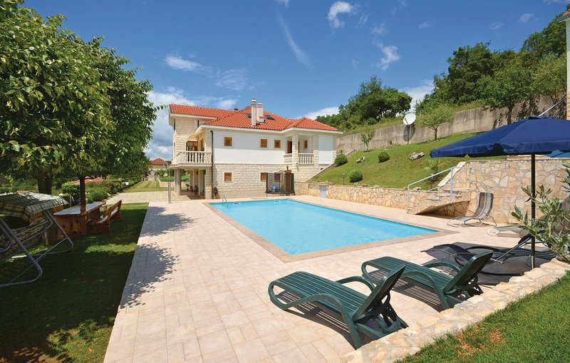 The villa is in a peacefull place in nature, holiday rental in Sinj