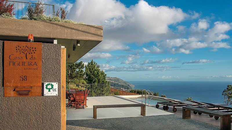 FIG TREE HOUSE  Magnificent views over the coast., location de vacances à Calheta
