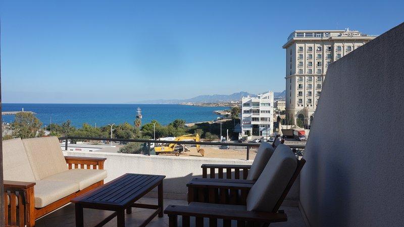 Cyprus Harbour View Penthouse, location de vacances à Kyrenia