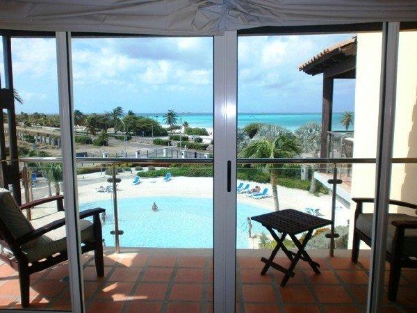 Puerta de entrada a la vida en la playa de Aruba