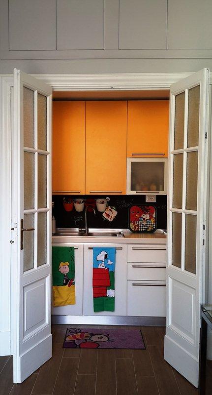 cocina cómoda completa de accesorios