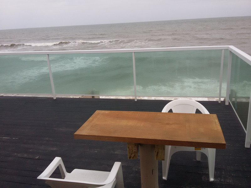 FORTALEZA DO BISPO 05 _ de frente ao mar, alquiler de vacaciones en Picarras
