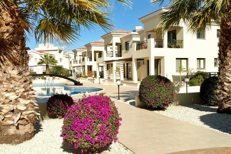 jardines mediterráneos, mantuvieron durante todo el año, (foto de diciembre). Disfrutar del sol relajante besó aire.