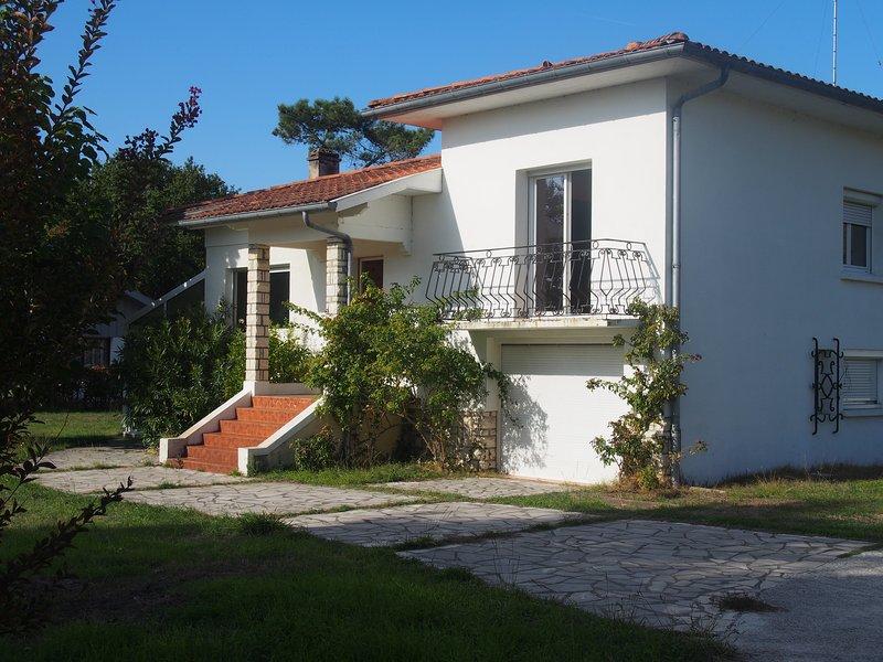 Maison spacieuse 10 à 12 personnes, vacation rental in Vieux-Boucau-les-Bains