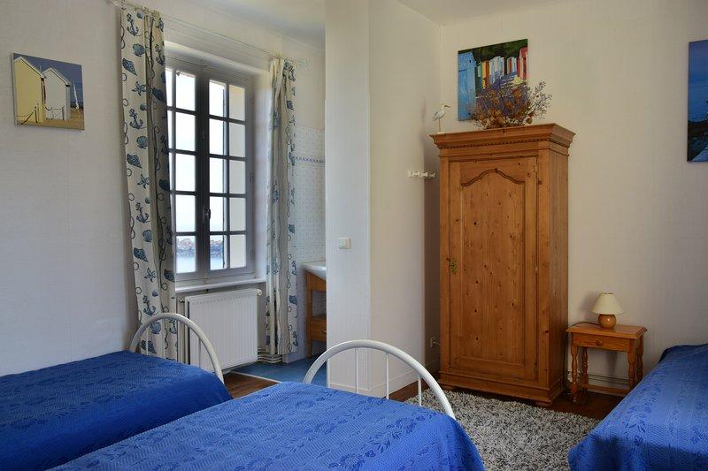 Habitaciones (3 camas) con vistas de las playas y las islas Chausey