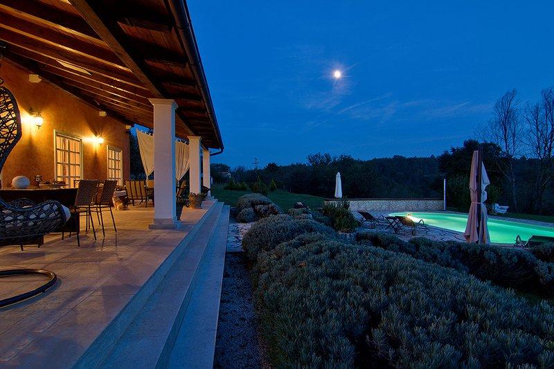4 bedroom villa with pool and playground, alquiler de vacaciones en Groznjan