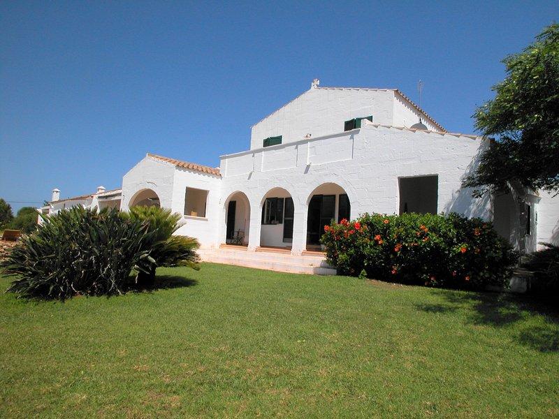 Bonita casa menorquina, 5 dormitorios, WiFi gratis, aluguéis de temporada em Es Castell