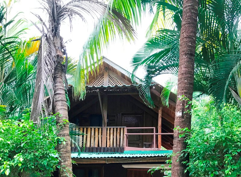 Beach Chalet 2 Garden View Santa Beach., alquiler de vacaciones en Mal País