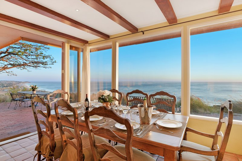 Amazing 180º ocean views from the dining and living rooms, and from the ocean-facing terrace