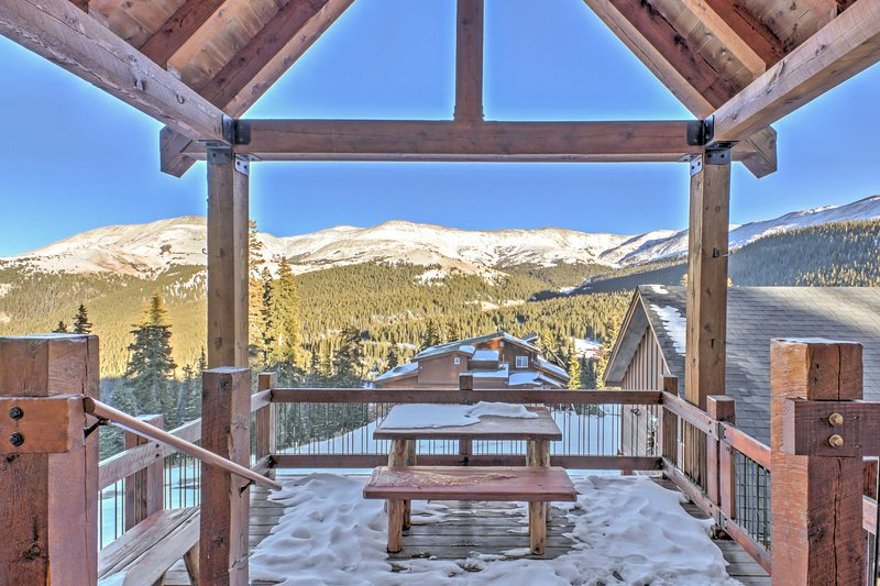 Exceptional Breckenridge 'Sky Lodge' w/ Hot Tub!, holiday rental in Alma