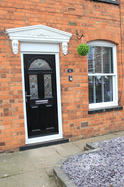 Cottage in Stratford on Avon's Town centre with parking (lock box for entry from 3.00pm onwards)