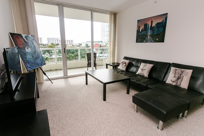 GORGEOUS 2/2 Sunny Isles Beach, holiday rental in North Miami Beach