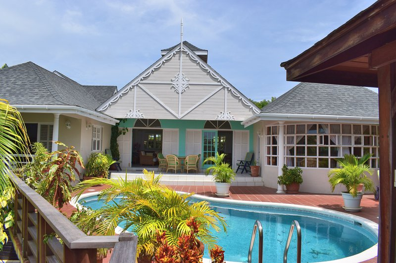 Ixora Villa, Lance Aux Epines, Grenada - The Isle of Spice, vacation rental in True Blue