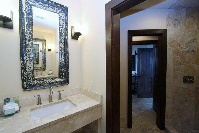 Back King - Second Floor Bath - Sink Area