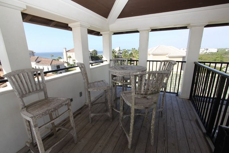Roof Top Table and Chairs