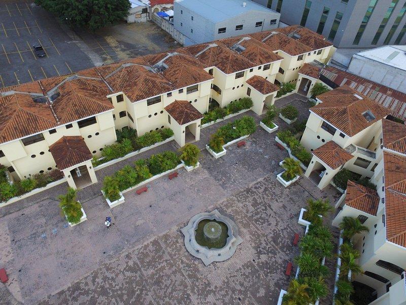 Condominio Extremadamente Seguro y bien ubicado.