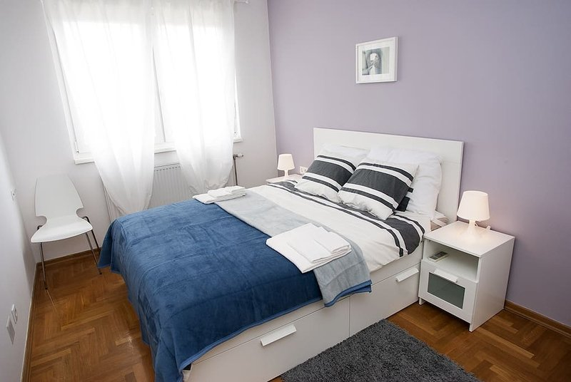 ROOM 2. - Deluxe King Suite, vacation rental in Zagreb