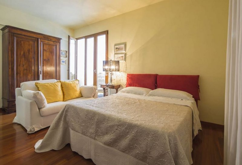ELEGANT & BRAND NEW APARTMENT CLOSE TO THE SEA, holiday rental in Pontecagnano Faiano