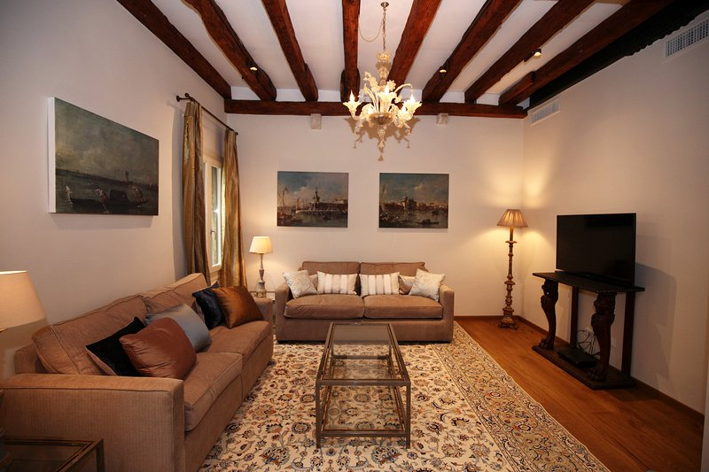 Soggiorno - Living room with 48 inches Tv and SKY