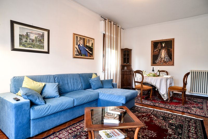 Casa Paola, few steps from the Wall: A/C, Wi-Fi,free bikes & parking, holiday rental in Pozzuolo