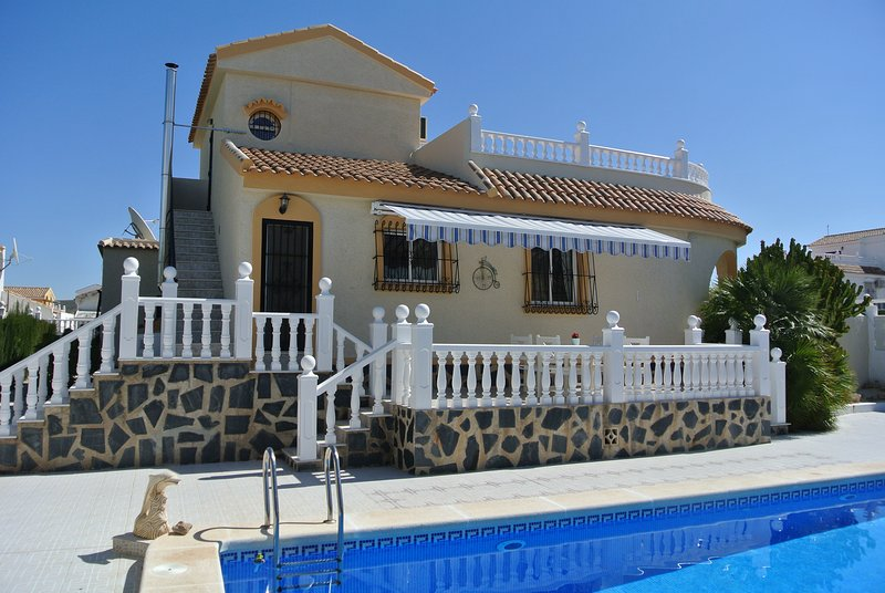 Villa Delfin with Spa, Pool and Outside Kitchen., vacation rental in Mazarron