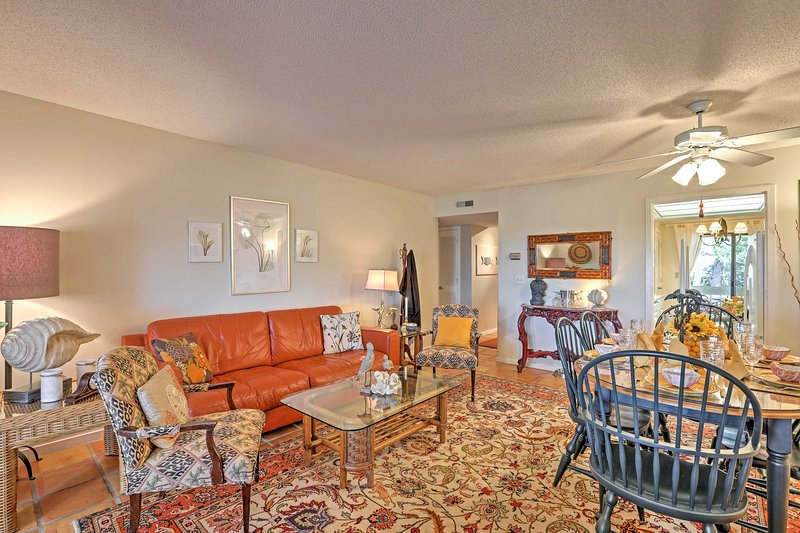 La sala de estar cuenta con un montón de espacio para moverse.