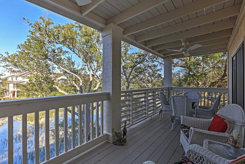 Relajarse en la terraza y contemplar las vistas fenomenales!