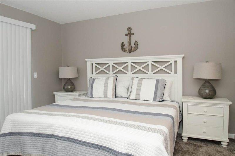 Bedroom,Indoors,Room,Cabinet,Furniture