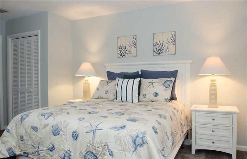 Chest,Drawer,Furniture,Bedroom,Indoors