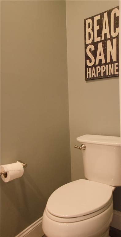 Toilet,Bathroom,Indoors