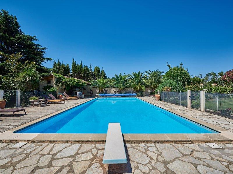 Granary Palm View - Heated pool - Child friendly gardens - Beach 10mins, location de vacances à Perpignan